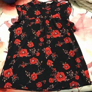 Red Floral, navy Scoop Neck Top. Sz:Medium